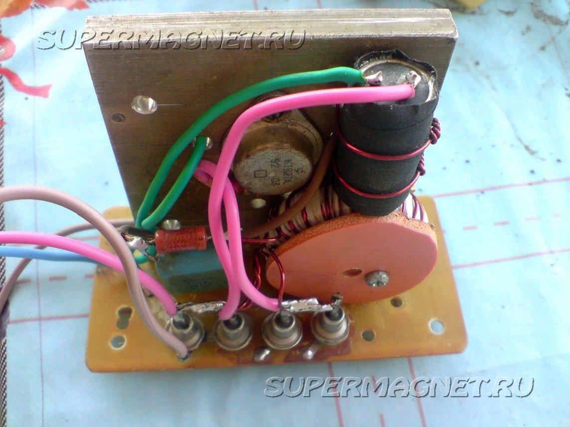 Контролёр заряда тоже использовал самодельный, схема простая, слепил как всегда с того, что было под рукой...